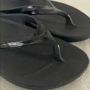Oofos recovery sandals. Black size 7.
